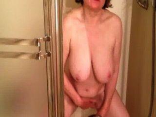 Marierocks abspritzt soooo hart in der Dusche