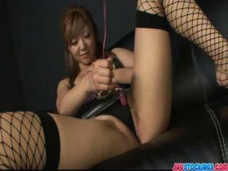tropfnass asiatischen Pussy Dildo gefüllt und spritz
