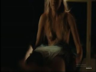 blonde Küken gibt einen bj im Film