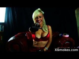 sexy Rauchen Hottie eng gefickt
