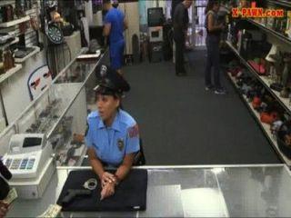 ms Polizist mit großen Titten bekam mit Bauer Mann gefickt