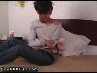 Homosexuell Film von geilen Baseball-Spieler Massagen sein Vermögen mit seinem Schläger,