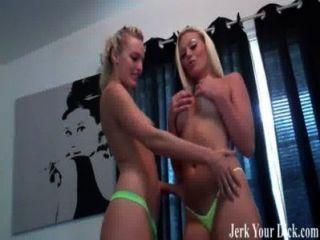 zwei Blondinen wollen Ihre cum joi helfen