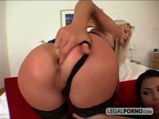 2 sexy Mädchen mit großen Titten nehmen einen großen Schwanz in den Arsch RMG-1-02