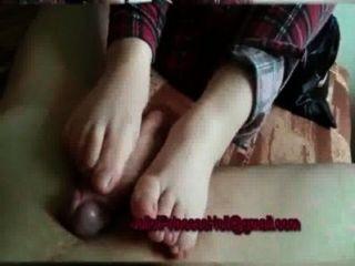 footjob mit bloßen Füßen
