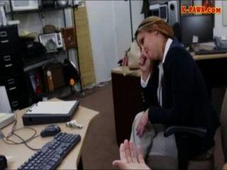 foxy große Brüste Business-Dame Pussy schlug in der Pfandleihe