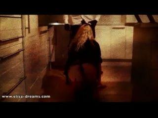 Sex mit einem schwarzen Mann in einem verlassenen Haus