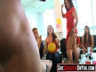 02 Partymädchen 05 im Verein mit Stripperinnen ficken
