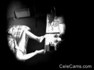 Verletzung der Privatsphäre von geilen Mütter masturbieren. hidden cam