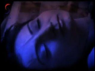 akshara im Bett mit einem jungen Mann heiße Filmszene