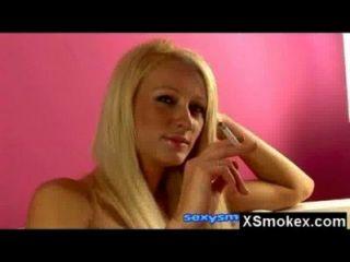 mega Titty Fetisch Rauchen reifen nackt
