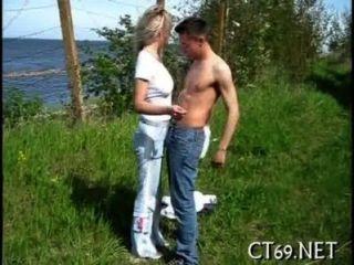 Oral-Sex mit einem heißen Playgirl