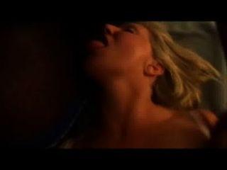 heiße Schlampe Frau nimmt eine Ladung Sperma in den Mund, während immer gefickt