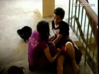 pinay Student Gaul iyotan sa hagdanan ng Schule