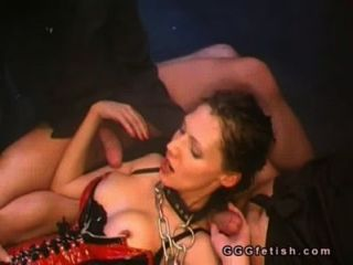 Babe bekommt Pussy fucking mit pissing