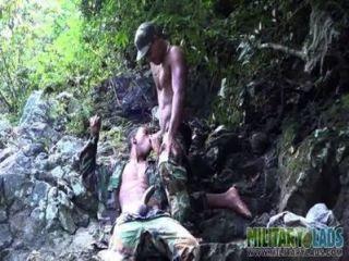 eifrig Bootie Mund in den Dschungel gefickt