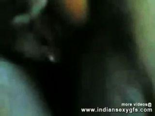 indian Desi Mädchen ficken mit ihrem Onkel in Hotelzimmer - indiansexygfs.com