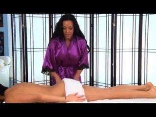 jackie weiß wird bei einer Massage gefickt