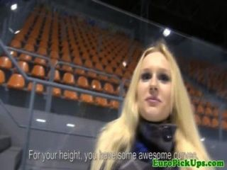 Amateur Euro blonde gepflückt für anal bis