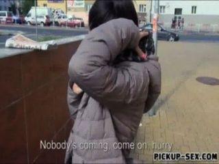 tschechische Mädchen ashley Wald blinkt Titten und schlug für Bargeld