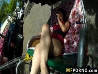 geile Babe masturbiert 3 in der Öffentlichkeit oxuanna Neid