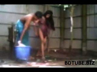 bangladeshi Dorf Paar Bade sex video ausgesetzt