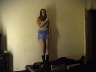 zwei zickige Mädchen auf einen Mann Teil 1