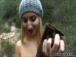 daytona blinkt ihren Arsch und hart in den Wald schlug