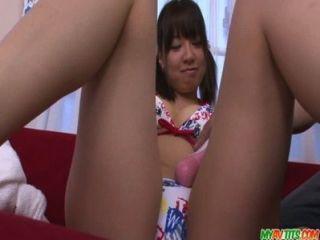 vollbusige Teenager Buruma AOI mit einem japanischen Vibrator gefickt