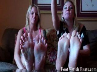 wir wissen, dass Sie es zu unseren Füßen zu wichsen wollen