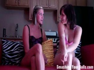 Taylor und iva wechseln sich Ihre Bälle Zerschlagung