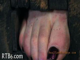 hot Slave begeistert mit oral-Stimulation