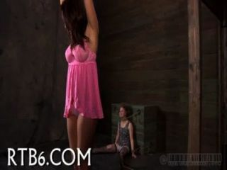 hinreißende Playgirl bekommt lustvolle Qual