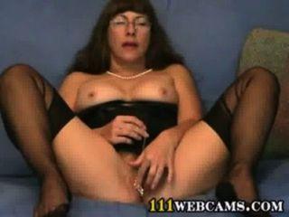 Muschi Spiele in Cam von einer reifen Fetisch Dame in ffs Nylons