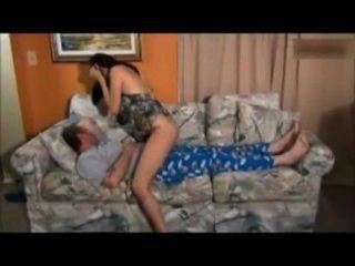 Tochter fickt Vater im Schlaf