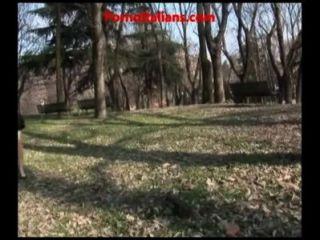 Exhibitionist Schlampe im Park Schlampe Exhibitionist selbst befriedigt