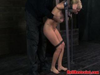 bestückte Prostituierte werden Mund von MaleDom geknebelt