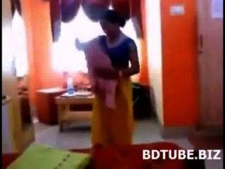bangladeshi bhabhi Ändern Kleid Video von ihrem DEVAR gefangen