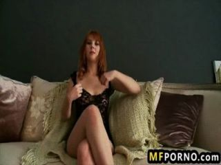 geile Rothaarige masturbiert im Pool delila Liebling 7