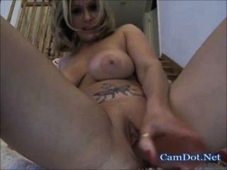 vollbusige Blondine Live Masturbation Show mit Spielzeug auf Webcam