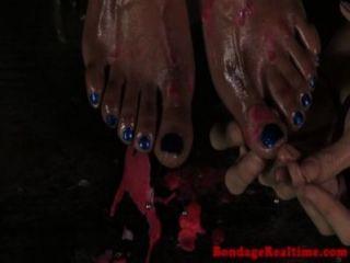 bdsm sub nikki Liebling Füße durchbohrt