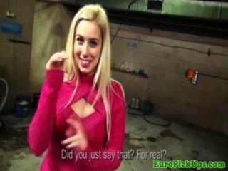 zog Babe blonde Euro für Bargeld blinken