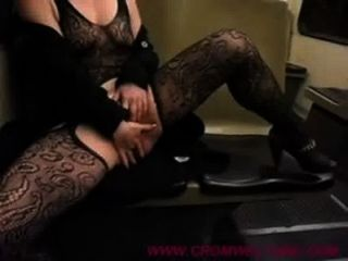 masturbatin auf Straßenbahn in Ungarn - cromweltube.com
