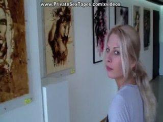 raunchy Amateur Freundin vid mit blonden in der Toilette gefickt