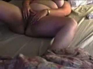 sexy mollig Betrug Frau Cums mit den Fingern und Spielzeug