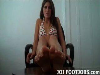 lassen Sie mich deinen Schwanz mit meinen warmen öligen Füße Ruck