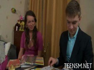 fleischliche Sexspiel schöne Volljährigkeit Teenager