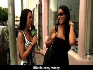 verzweifelte Teenager nackt in der Öffentlichkeit und fickt Miete 24 zu zahlen