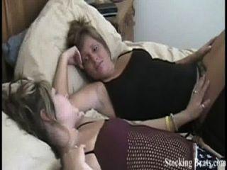 jessie und carmen in Strümpfe necken