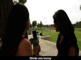 verzweifelte Teenager nackt in der Öffentlichkeit und fickt mieten 7